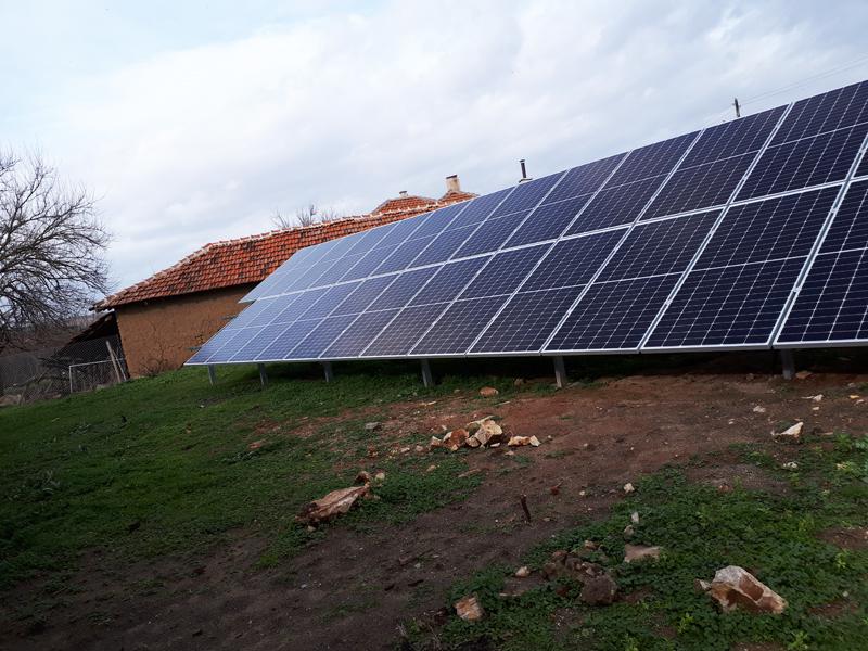 соларни панели на земна конструкция